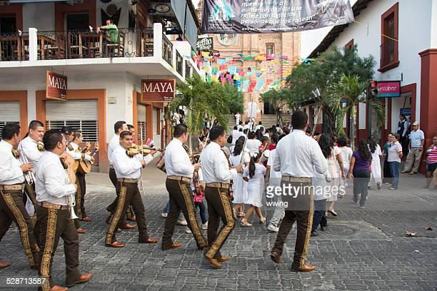 la iglesia de puerto vallarta street con procesión - festival de la virgen de guadalupe fotografías e imágenes de stock