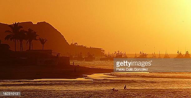 puesta de sol en mancora, perú - mancora fotografías e imágenes de stock