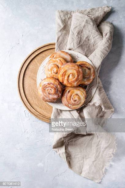 puff pastry cinnamon rolls - bun bread stock pictures, royalty-free photos & images