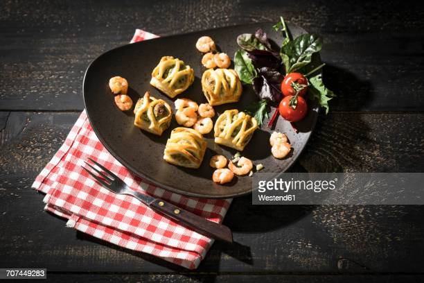 Puff pastry filled with salmon and shrimps