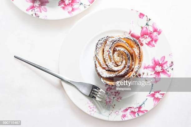 puff pastry with apple shaped rose - lifeispixels photos et images de collection