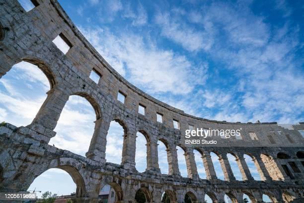 pula arena the roman amphitheatre in croatia - イストリア半島 プーラ ストックフォトと画像