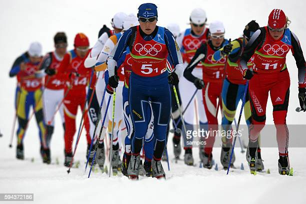 Pulk Start Langlauf Damen Staffel 4 x 5 km 18 2 2006 olympische Winterspiele in Turin 2006 olympic winter games in torino 2006