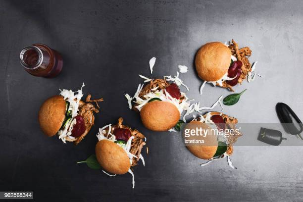 pulled pork sliders with slaw and bbq sauce - barbeque sauce fotografías e imágenes de stock