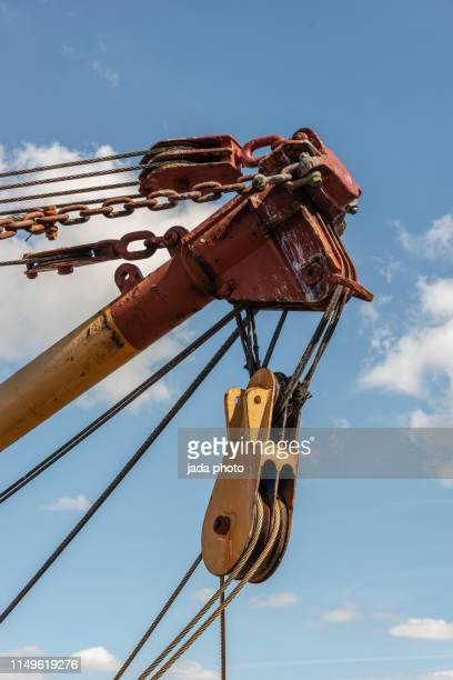 pulley of a crane with steel cables - 滑車 ストックフォトと画像