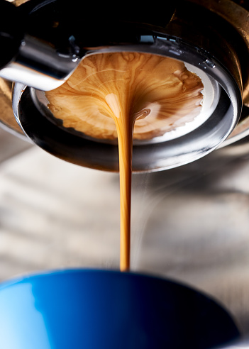 Pulling a shot of espresso on a naked portafilter 1097413736
