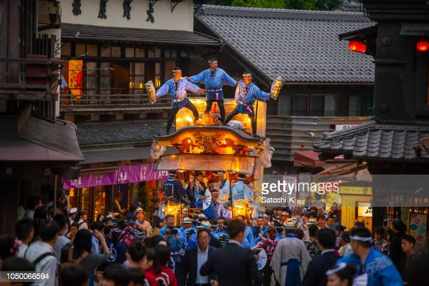 pulling huge parade float at tekomai parade in narita gion matsuri festival - chiba prefecture stock pictures, royalty-free photos & images