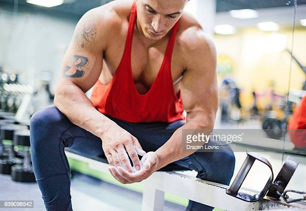 pulling weights for back muscles - handsome bodybuilders stock pictures, royalty-free photos & images
