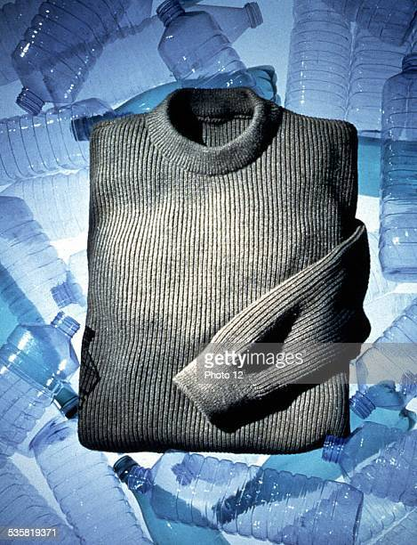 Pullover weaved with a fiber from recycled plastic bottles