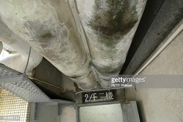 Hong Kong City Of Fear. HONG KONG principal foyer du Syndrome respiratoire aigu sévère : vue plongeante sur les tuyauteries et eaux usées le longs de...