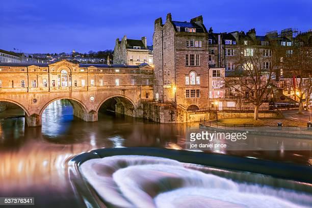 pulteney bridge, bath, somerset, england - bath england stock pictures, royalty-free photos & images