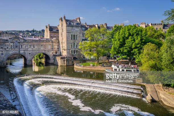 pulteney weir and bridge bath - bath england stock pictures, royalty-free photos & images