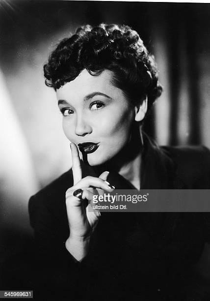 Pulver Lieselotte *Schauspielerin Schweiz Rollenportrait in der Komoedie 'Von Liebe reden wir spaeter' 1955
