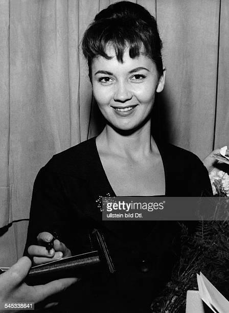Pulver Liselotte *Schauspielerin Schweiz bei den Berliner Filmfestspielen in der Hochschule fuer Musik 1958