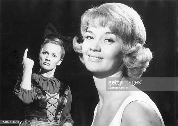 Pulver Liselotte *Schauspielerin Schweiz Doppelrolle als Liesel und Susi in dem Film 'Kohlhiesels Toechter' Regie Axel von Ambesser 1962