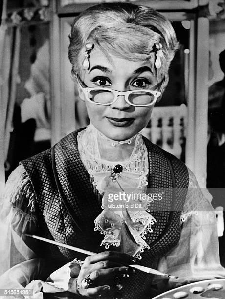 Pulver Liselotte *Schauspielerin Schweiz in dem Film 'Das Glas Wasser' undatiert vermutl 1960
