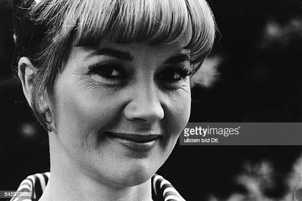 Pulver Liselotte *Schauspielerin Schweiz Portrait um 1966
