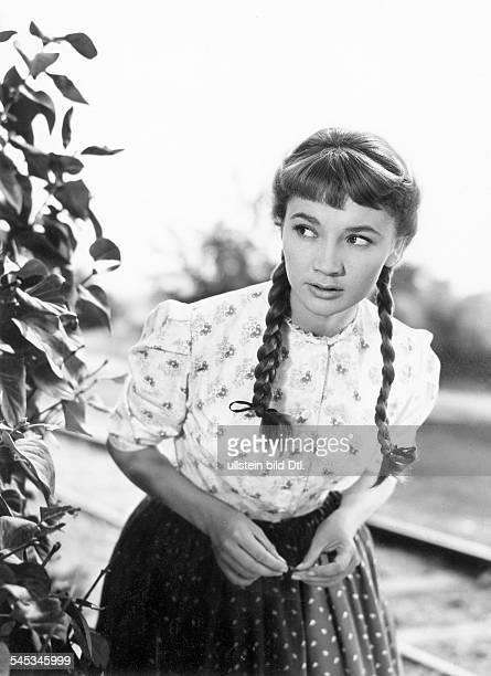 Pulver Liselotte Actress Switzerland * as Piroschka Scene from the movie 'Ich denke oft an Piroschka' Directed by Kurt Hoffmann West Germany 1955...