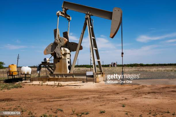 pumping it - fracking stock pictures, royalty-free photos & images