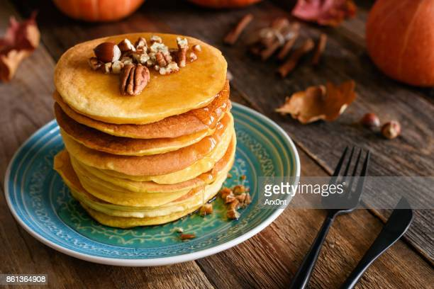 pumpkin pancakes, autumn comfort food - pancake stock pictures, royalty-free photos & images