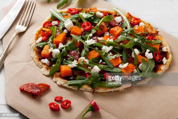 pumpkin pizza - carolafink stock-fotos und bilder