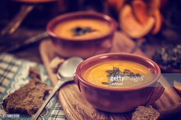 Sopa de calabaza amarilla para el otoño días