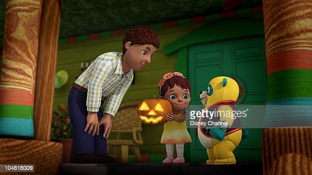 OSO 'PumpkinEyes' Special Agent Oso helps Navaeh learn how to make a Jack O' Lantern in time for the Halloween contest This episode of Playhouse...