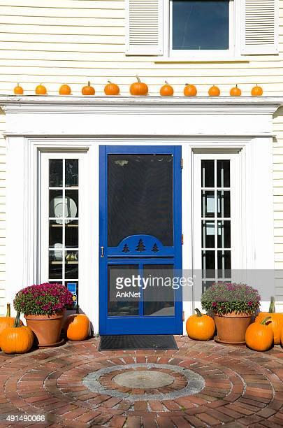 Kürbisse und blue door