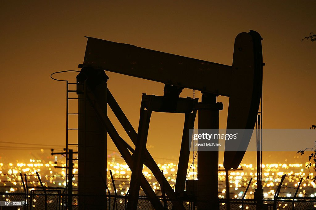 Oil Prices Hit Historic High On Weak Dollar : News Photo
