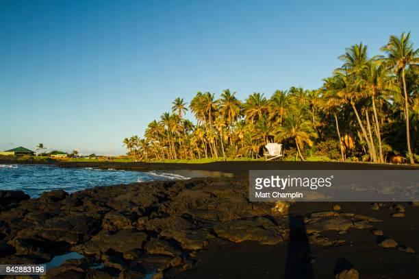 punalu'u beach black sand beach, hawaii, usa - punalu'u_beach stock pictures, royalty-free photos & images
