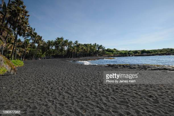 punaluu beach is one of the best black sand beaches in hawaii. - punalu'u_beach stock pictures, royalty-free photos & images