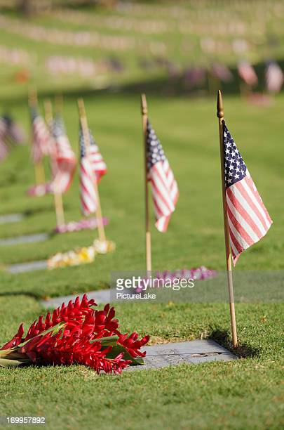 punchbowl cemetery, memorial day, oahu, hawaii (vertical) - lei day hawaii stock pictures, royalty-free photos & images