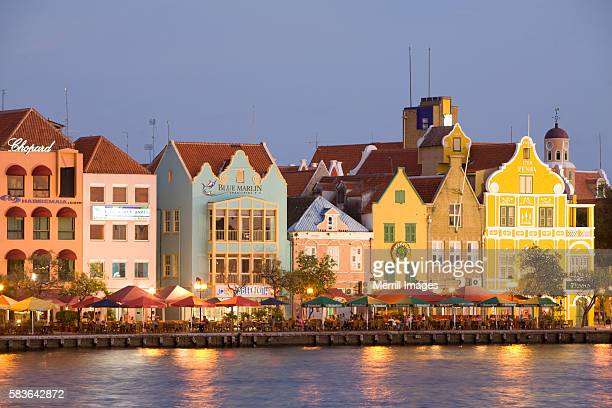 punda quarter in willemstad - オランダ領リーワード諸島 ストックフォトと画像