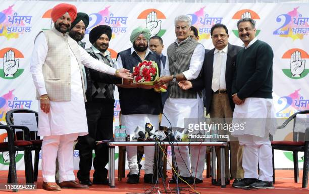 Punjab Congress President Sunil Jhakar and other Congress leaders welcome Chief Minister Capt Amarinder Singh during a press conference ahead of the...