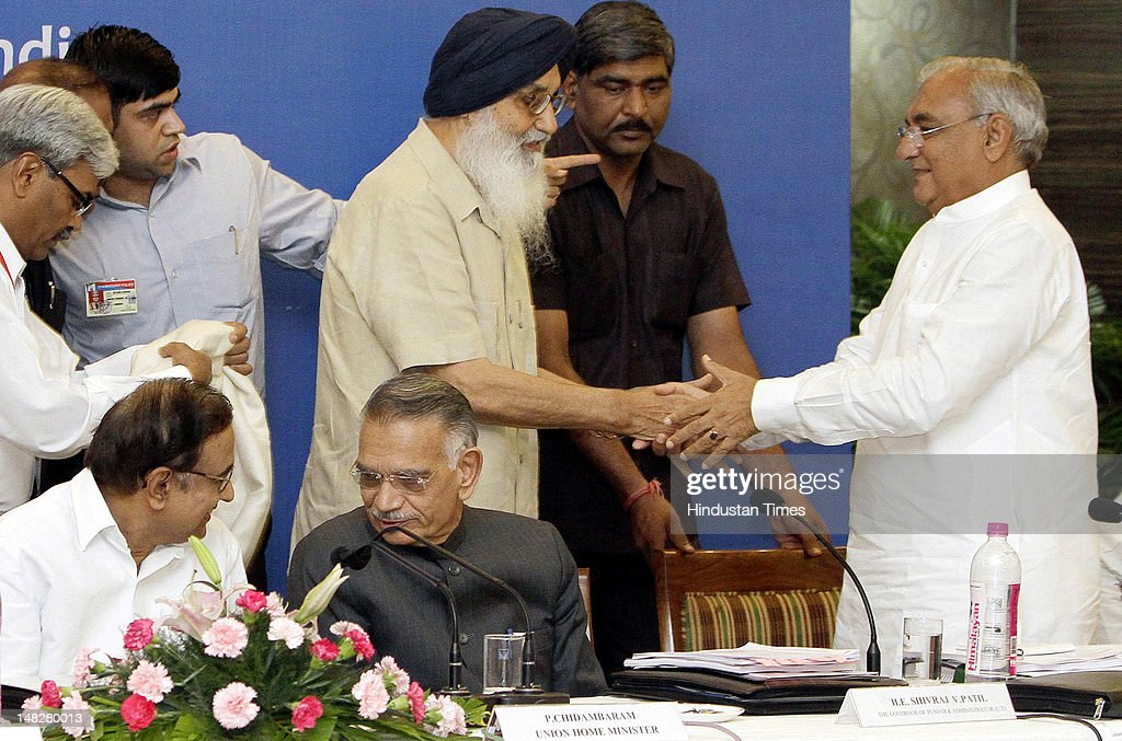 Punjab Parkash Singh Badal honors Haryana Chief Minister Bhupinder Singh Hooda during the 26th meeting of Northern Zonal Council organized by...