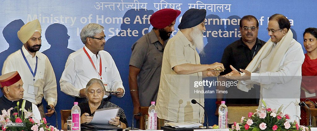 Punjab Parkash Singh Badal honors Union Minister of Home Affairs P Chidambaram during the 26th meeting of Northern Zonal Council organized by...