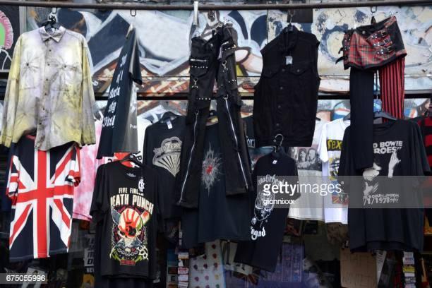 パンクとロック t シャツとカムデンタウン, ロンドン、イギリスで販売服 - パンクロック ストックフォトと画像