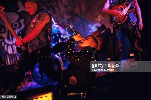 punk band performing - パンクロック ストックフォトと画像
