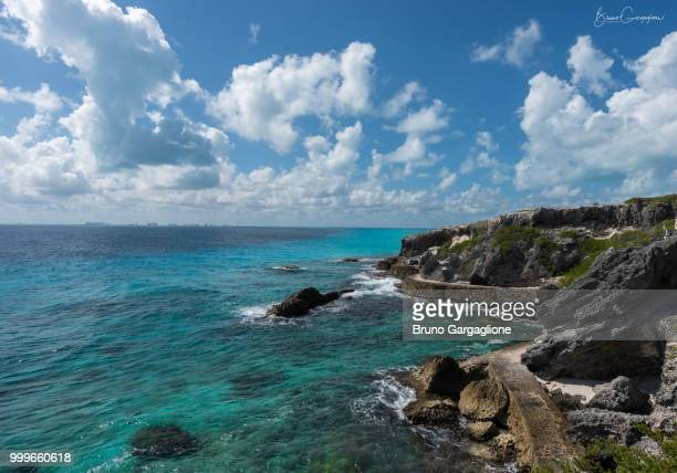 punta sur - isla mujeres - mujeres fotos stockfoto's en -beelden