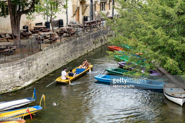 punting in oxford - oxfordshire stock pictures, royalty-free photos & images