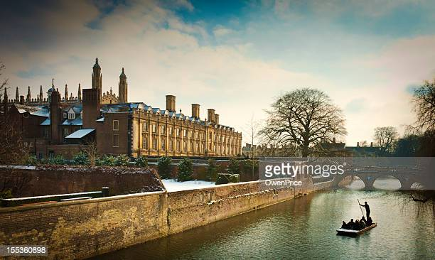 punting on the river cam cambridge - cambridge university stock pictures, royalty-free photos & images