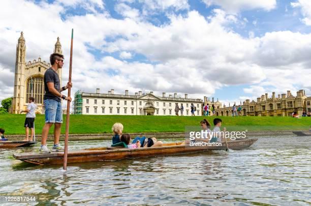 カム川でのパンチング、ケンブリッジ、英国 - キングスカレッジ ストックフォトと画像