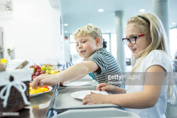 pupils at counter in school canteen - cantine photos et images de collection