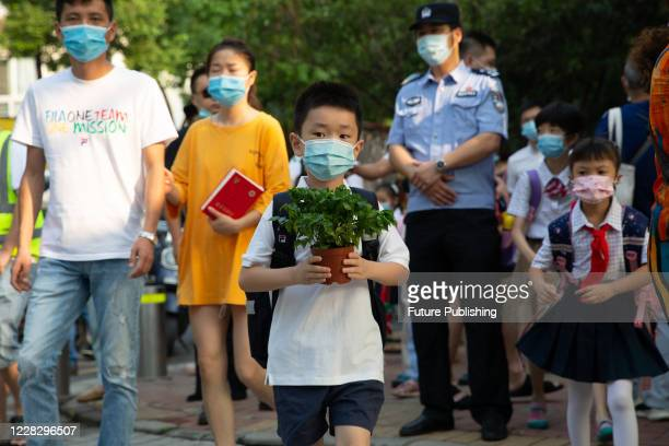 WUHAN CHINA SEPTEMBER 1 2020 Pupils enter the campusWuhan City Hubei Province China September 1 202 PHOTOGRAPH BY Costfoto / Barcroft Studios /...