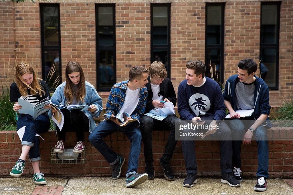 Pupils Receive Their GCSE Results : News Photo