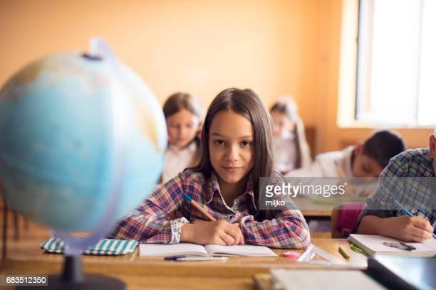 Leerlingen van de klasse in de school