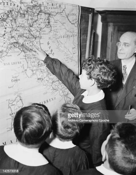 Pupils peruse a map of Italy at a boys' school in Italy 1949
