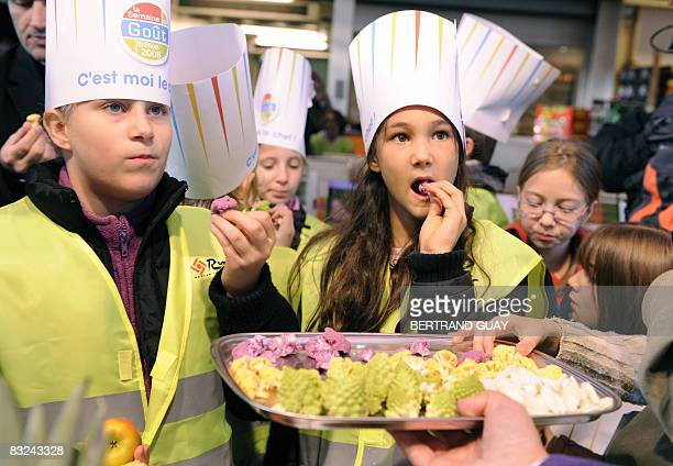 Pupils taste cabbages on October 13 2008 at Rungis wholesale food market outside Paris during a visit as part of the launching of the 19th edition of...