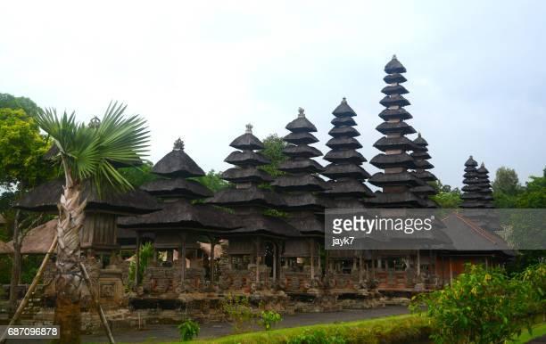 pura taman ayun temple - meru filme stock-fotos und bilder