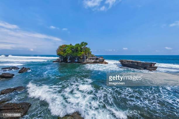 pura tanah lot, bali, indonesia - tanah lot stock pictures, royalty-free photos & images